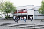 Ins Schulhaus Wiesental werden in den kommenden Jahren hohe Summen investiert. (Bild: Werner Schelbert (Baar, 11. April 2017))