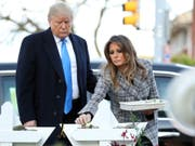 US-Präsident Donald Trump und First Lady Melania am Dienstag in der Tree of Life Synagoge in Pittsburgh. (Bild: Keystone/AP/ANDREW HARNIK)