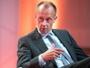 «Friedrich der Grosse» will seine Gegnerin, Kanzlerin Merkel, beerben: als CDU-Vorsitzender Friedrich Merz. (Aufnahme vom September 2017) (Bild: KEYSTONE/EPA/ARMANDO BABANI)