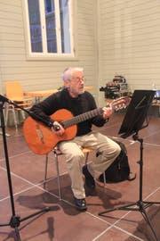 Sepp Gisler umrahmte den Anlass musikalisch und mit Gedichten. (Bild: PD)