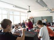 Die Bildungschancen von Kindern sind auch in reichen Industriestaaten ungleich. Die Schweiz liegt in einer Unicef-Studie nur im Mittelfeld. (Bild: KEYSTONE/CHRISTIAN BEUTLER)
