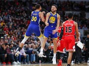 Klay Thompson knackte die Rekordmarke seines Kollegen Stephen Curry und traf gegen die Chicago Bulls 14 Dreipunktewürfe (Bild: KEYSTONE/FR136454 AP/KAMIL KRZACZYNSKI)