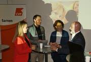 Am Dorfgespräch diskutierten Désirée Bazzocco (v.l.), Moderator Jonas Wieland, Kathrin Müller und Cleo Bracale über das zweite, freiwillige Kindergartenjahr. (Bild: Primus Camenzind (Sarnen, 29. Oktober 2018))