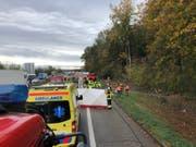 Die Unfallstelle auf der Autobahn A1 bei Deitingen. (Bild: Kapo Solothurn)