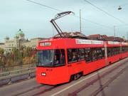 Bernmobil will unter anderem diese bald 30-jährigen Vevey-Trams ersetzen. (Bild: KEYSTONE/ALESSANDRO DELLA VALLE)