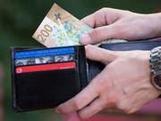 Die gute Nachricht: 2019 steigen die Löhne. Die schlechte: Die Teuerung dürfte einen schönen Teil vom Anstieg wegfressen. (Bild: KEYSTONE/CHRISTIAN BEUTLER)
