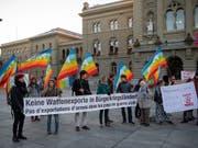 Der Protest hat gewirkt: Der Bundesrat verzichtet auf die geplante Lockerung für Waffenexporte. (Bild: KEYSTONE/ANTHONY ANEX)