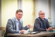 Norbert Näf (links) erhält einstimmig die Wahlempfehlung der FDP Wittenbach-Muolen zugesprochen. Oliver Gröble stand nicht zur Diskussion. (Bild: Hanspeter Schiess)