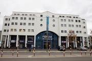 Das Geschäftshaus Forum beinhaltet zwei Attikawohnungen, Büro- und Geschäftsräume sowie Hotel und Restaurant. (Bild: Susi Miara)