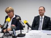 Nach der unabhängigen Untersuchungskommission nahmen am Mittwochvormittag auch die beiden Regierungsratsmitglieder Cornelia Komposch (SP) und Walter Schönholzer (FDP) Stellung zum Fall Hefenhofen. (KEYSTONE/Gian Ehrenzeller). (Bild: KEYSTONE/GIAN EHRENZELLER)