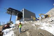 Die letzte neue Bahn vom Oberalppass auf den Schneehüenerstock steht kurz vor der Vollendung. (Bild: Urs Hanhart, Andermatt, 4. Oktober 2018)
