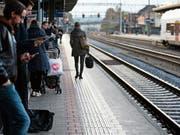 Der Bahnhof Rotkreuz wird mit der Streckensperrung am Zugersee-Ostufer zu einem Hub für einen namhaften Teil der Gotthard-, Tessin- und Italienreisenden. (Bild: Lilo Sterki (Rotkreuz, 7. November 2016))