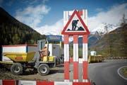 Die Gewerkschaften drohen ab Mitte Oktober mit Stilllegungen auf Baustellen. (Bild: Gian Ehrenzeller/Keystone (Giarsun, 26. April 2018))