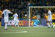Spätes Glück für den FC Luzern: Stefan Knezevic (Zweiter von links) erzielt in der 88. Minute den Siegtreffer zum 3:2. Bild: Claudio de Capitani/Freshfocus (Bern, 6. Oktober 2018)---------------------------------------------------------------------