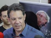 Der inhaftierte Ex-Staatschef Luiz Inácio Lula da Silva hat die Wähler in Brasilien aufgefordert, am Sonntag für den Kandidaten Fernando Haddad (Bild) zu stimmen. (Bild: KEYSTONE/EPA EFE/SEBASTIAO MOREIRA)