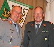 Nato-Generalmajor Gert-Johannes Hagemann mit KOG-Präsident Dominik Knill. (Bild: Martin Sinzig)