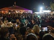 Internationale Stars wie der US-Schauspieler Johnny Depp zogen die Massen an. (Bild: Keystone/PATRICK HUERLIMANN)