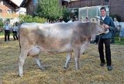 Ueli Brunner, stolzer Besitzer von Rita, die zur «Miss Ganterschwil» gekürt wurde. (Bild: Peter Jenni)