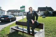 Gemeinderat Cyrill Meier hofft, dass die «Mitfahrbänkli» die ÖV-Situation in Berg SG verbessern. (Bild: Ralph Ribi)