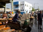 Der völlig verarmte Karibikstaat Haiti ist am Samstagabend erneut von einem Erdbeben heimgesucht worden. (Bild: KEYSTONE/AP/DIEU NALIO CHERY)