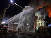 In der Nacht auf Sonntag ist das Restaurant Sonne in Oberriet SG vollständig ausgebrannt. Zwei Personen kamen ums Leben. (Bild: Kapo SG)