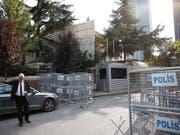 Der saudische Journalist und Blogger Jamal Khashoggi ist zum letzten Mal beim Betreten des Generalkonsulats von Saudi-Arabien in Istanbul offiziell gesehen worden. (Bild: KEYSTONE/AP/LEFTERIS PITARAKIS)