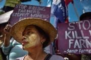Ein Protestmarsch gegen den philippinischen Präsidenten Duterte in Manila. (Bild: Jes Aznar/Getty (8. März 2018))