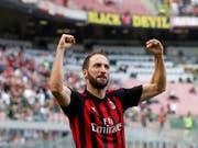 Gonzalo Higuain führte die AC Milan mit einer Doublette zum Sieg gegen Chievo Verona (Bild: KEYSTONE/AP/ANTONIO CALANNI)
