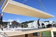 Im Sommer 2017 wurde das zweistöckige Provisorium gebaut. Vier Klassenzimmer finden Platz darin. (Bild: Urs Hemm, 6. Juli 2017)