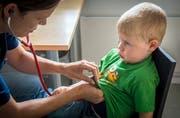 Nicht nur in Praxen auf dem Land, sondern auch in Ostschweizer Spitälern mangelt es an Kinderärzten. (Bild: Reto Martin)