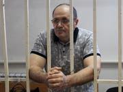 Selbst ein Opfer willkürlicher russischer Justiz: Vaclav-Havel-Preisträger Ojub Titijew im Gefängnis in Tschetschenien (Aufnahme vom 28. September 2018). (Bild: KEYSTONE/AP/MUSA SADULAYEV)
