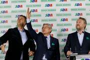 Die Kandidaten der Demokratischen Aktionspartei, Sefket Dzaferovic (Mitte), Asim Sarajlic (links) und Bakir Izetbegovic. Bild: Amel Emric/AP (Sarajevo, 8. Oktober 2018)