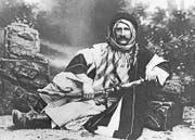 Auf seiner Reise ins Heilige Land liess sich Lunzi in Beduinentracht fotografieren. (Bild: PD/Archiv Robert Stäger)