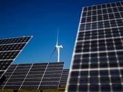 Die Schweiz soll vorwärtsmachen mit ihrer Energiepolitik: Das empfiehlt die Internationale Energie-Agentur (IEA) in ihrem Prüfbericht zur Schweiz. (Bild: KEYSTONE/VALENTIN FLAURAUD)