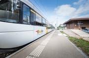 Die S10 fährt in Bettwiesen ein: Wer ab dem 9. Dezember von hier nach St.Gallen reisen will, muss in Wil 20 Minuten auf den Anschlusszug warten. (Bild: Andrea Stalder)