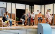 Die Heimatbühne Werdenberg präsentiert «E verruckti Familie» als Dialekt-Lustspiel. (Bild: Hansruedi Rohrer)