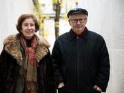 Beate und Serge Klarsfeld am Pariser Mémorial de la Shoah (Aufnahme vom April 2017). (Bild: KEYSTONE/EPA/ETIENNE LAURENT)
