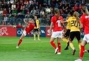 Die Nidwaldner Ex-FC-Luzern-Spielerin Géraldine Reuteler (links) schiesst das 1:0 für die Schweiz. (Bild: Sven Thomann/Freshfocus (Biel, 9. Oktober 2018))