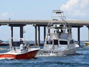 Miami bereitet sich am Montag (Ortszeit) bereits auf die Ankunft von Hurrikane «Michael» vor - Besitzer bringen ihre Boote an sicherere Positionen. (Bild: KEYSTONE/AP Northwest Florida Daily News/DEVON RAVINE)
