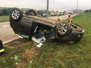 Glück im Unglück: Die Lenkerin dieses Wagens kam mit leichten Verletzungen davon. (Bild: zvg / Kantonspolizei Freiburg)