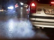 Nach stundenlangem Ringen haben die EU-Umweltminister einen Kompromiss bei den CO2-Grenzwerten für Autos und Lieferwagen erzielt. (Bild: KEYSTONE/GAETAN BALLY)