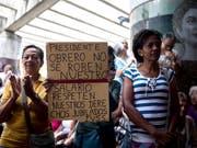 Hyperinflation in Venezuela: Rentnerinnen und Rentner gingen am 3. Oktober auf die Strasse und fordert eine Rentenerhöhung. (Bild: KEYSTONE/EPA EFE/MIGUEL GUTIERREZ)