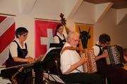 Die Ländlerformation Willis Wyberkapelle wusste dem Publikum zu gefallen; von links: Gaby Näf, Martina Rohrer, Willi Valotti und Andrea Ulrich. (Bild: Paul Gwerder (Altdorf, 8. Oktober 2018))