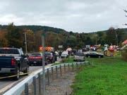 Die Ermittler im Fall einer verunglückten Limousine in New York vor zwei Tagen mit zwanzig Todesopfern haben mehrere Missstände festgestellt. (Bild: KEYSTONE/AP WTEN)