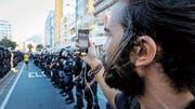 Szene aus «Black Code»: Filipe Garcia Peçanha während Protesten in Rio de Jeneiro. (Bild: PD)