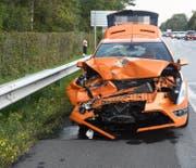 Eine Autofahrerin war abgelenkt und prallte in das vor ihr bremsende Auto. (Bilder: Kapo SG)