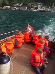 Einmal mit dem Polizeiboot mitfahren: Dieser Traum wurde für 90 Kinder am Ferien(s)pass möglich. (Bild: PD)