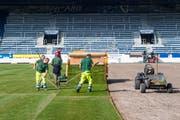 Der neue Rasen ist da. Am Mittwoch wird die zweite Hälfte verlegt. (Bild: Eveline Beerkircher (Luzern, 9. Oktober 2018))