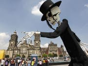Das Skelett gehört dazu: Der Tag der Toten ist in Mexiko einer der wichtigsten Feiertage, an dem der Verstorbenen gedacht wird. (Bild: KEYSTONE/EPA EFE/MARIO GUZMAN)