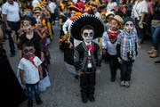 Kinder an einer Parade in Juchitan, Mexiko. (Bild: AP Photo/Rodrigo Abd)